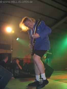 AC/ID der Gitarrist hat's drauf!