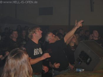 AC/ID Bei AC/DC Coversongs gehen die angereisten Fans richtig ab