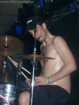 HAEMORRHAGE abgemagerter Drummer