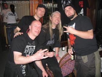 Posing im Unterdeck mit Martin van Drunen, seines Zeichens Sänger bei ASPHYX und HAIL OF BULLETS