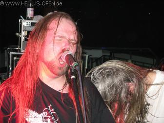 ASPHYX Wannes Gubbels zeigt seine Sangeskünste, war er doch alleiniger Sänger in der Zeit wo Martin nicht mehr bei der Band war.