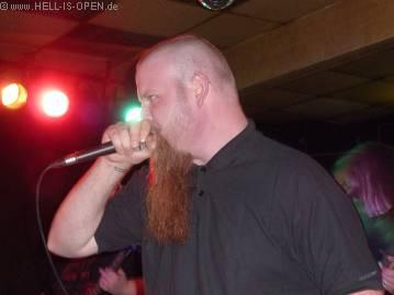 Lay Down Rotten Sänger Jost mit neuer Frisur....