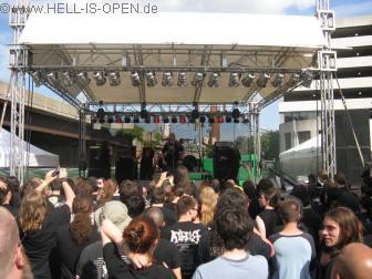 Hail of Bullets  machen den Opener auf der Außenbühne