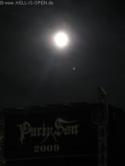 Der Mond über dem Party.San