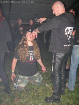 02:56 Uhr Küsse den Ring des Urpapstes, bekanntes Ritual ;-)