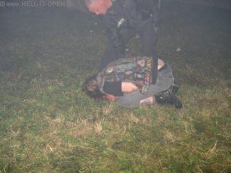 Um 03:13 Uhr liegen schon manche Partygänger merkwürdig im Zelt rum ;-)