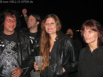 Fans bei Mr. Thatcher die Iron Maiden Cover Band