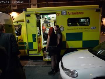 Nichts geht mehr, die Ambulance brachte den Sänger nach der Notversorgung ins Krankenhaus.
