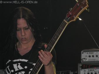 Jo Bench am Bass BOLT THROWER
