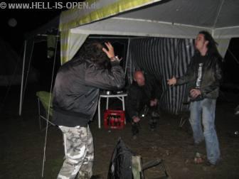 Am HIO Campground ist um 5:29 Uhr immer noch Party mit Gästen angesagt