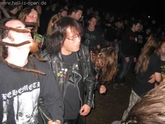 Fans bei Grave