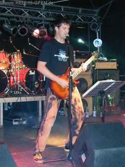 GRIEFLESS Sänger Peter, der auch am Tag zuvor schon mit Ex-Manhatten Project seinen Auftritt hatte