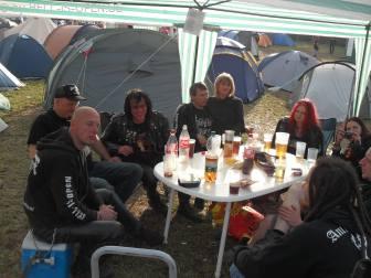 Um 19:50 Uhr am Campground mit England und Schweden