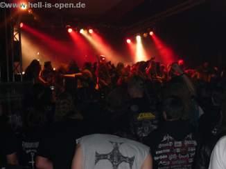 Zum Song Agent Orange wurde bei Sodom die Bühne gestürmt ....