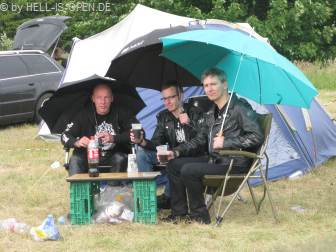 Cola Schoppen (Wein mit Cola) bei leichten Regen ;-) Schmecken tut es trotzdem