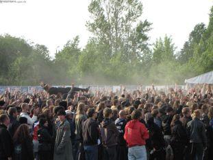 Crowdsurfing bei Ensiferum