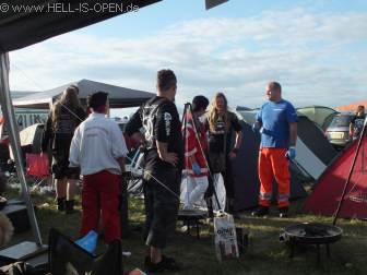 Verwirrte Person aus Schweden muss von den Sanis am HIO Camp eingesammelt werden ;-)