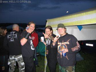 Hoher Besuch beim Hell-is-open Pavillon: AMON AMARTH und IMPIOUS kamen auf ein Bier vorbei. Ted mit Death_Knight und Azfares