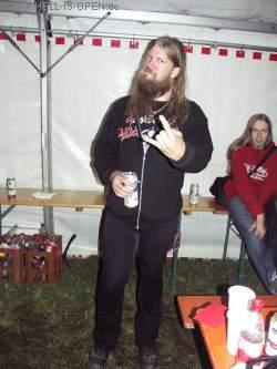 Backstage Johan von AMON AMARTH nach dem Auftritt