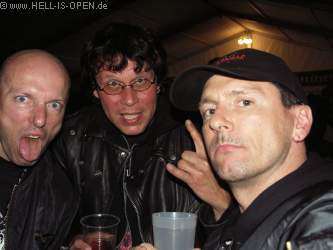 Fans bei der anschließenden Party im Zelt Hell-is-open.de um 3:36 Uhr Das Köstritzer schmeckt immer noch...