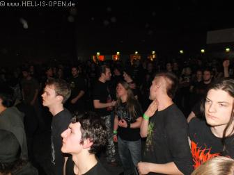 Fans bei Defeated Sanity