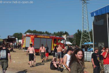 Die Feuerwehr kommt zum abkühlen der Fans