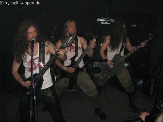 Die zweite Band des Abends Crimson Death. Verdammt coole Live-Band !