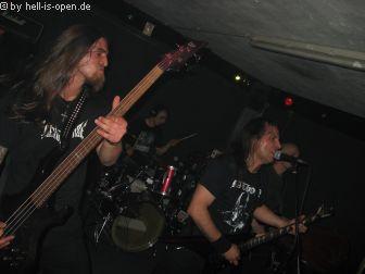 Der Headliner des Abends, Mercyless aus Frankreich. Die Band gab alles, auch wenn der Laden nicht gerade proppevoll war.