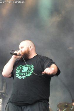 MUMAKIL mit Death/Grind aus der Schweiz sind die zweite Band des Tages