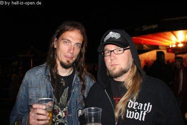 Backstage Ralf Hauber von Revel in Flesh (links) und Andreas Vison