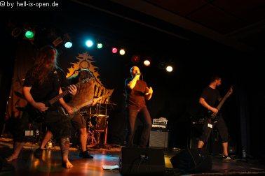 Devastator aus Hamburg sind die zweite Band auf der Bühne