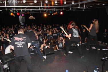 Revel in Flesh und Fans