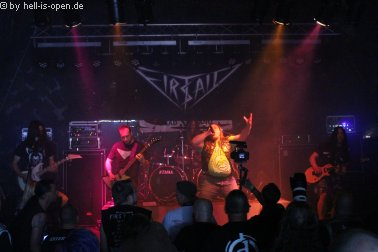 First Aid mit old school Thrash