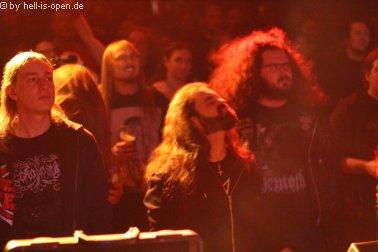 Fans bei Wound vor der Bühne