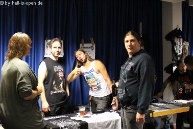 Eraserhead mit ihrem Merchandise