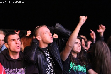 Fans bei Obituary