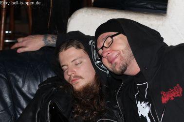 Müde Männer nach dem Gig ;)