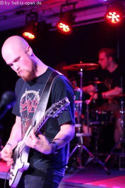 Dead Sun Halo mit Thrash Metal