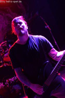 Torture Killer aus Finnland sind der Headliner Bassist Kim Torniainen