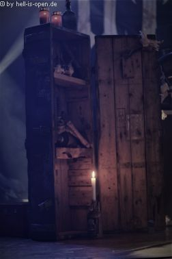 Bühnenaufbau von ARROGANZ