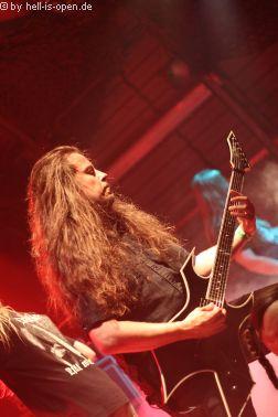 ASPHYX Paul an der Gitarre
