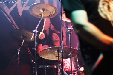 ASPHYX Tormentor am Schlagzeug