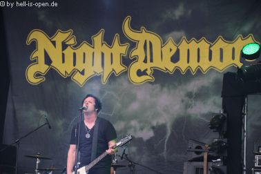 Night Demon mit Heavy Metal