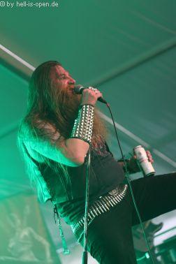Atomwinter rocken das Zelt mit ihrem Death Metal