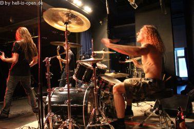 Demored  machen mit Death Metal den Opener