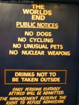 Verbotschild im Underworld/Worlds End Pub Da sind doch tatsächlich keine Atomwaffen erlaubt