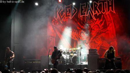 Iced Earth Jon Schaffer sing und spielt den alten Song Stomrider