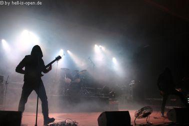 Altarage mit düsterem Death Metal