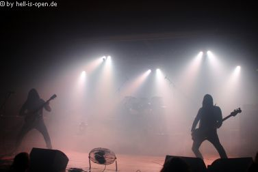 Altarage mit düsterem Death Metal