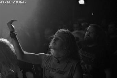 Fans bei Atomwinte beim Path of Death 7 in Mainz